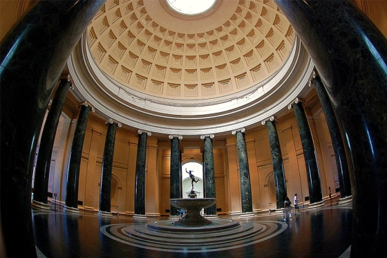 The rotunda at the National Gallery of Art (photo courtesy of www.clotureclub.com)