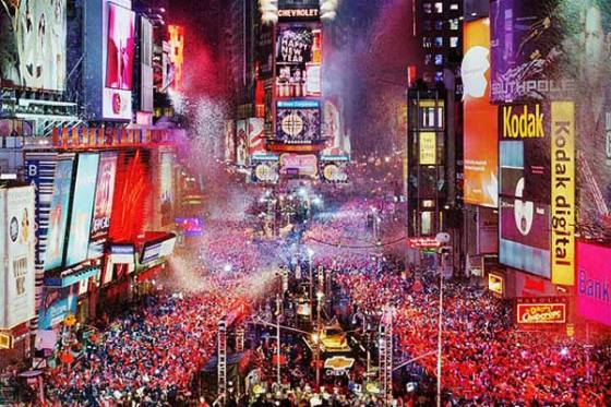 Times Square New Year's Eve (photo courtesy of www.instant.ly/blog/)