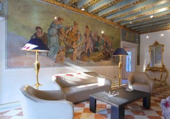 The opulent lobby at Hotel Gardena